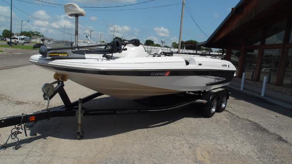 2012 Glastron DS 205 Deckboat
