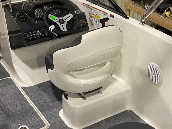 2021 Bayliner boat for sale, model of the boat is VR5 & Image # 8 of 8