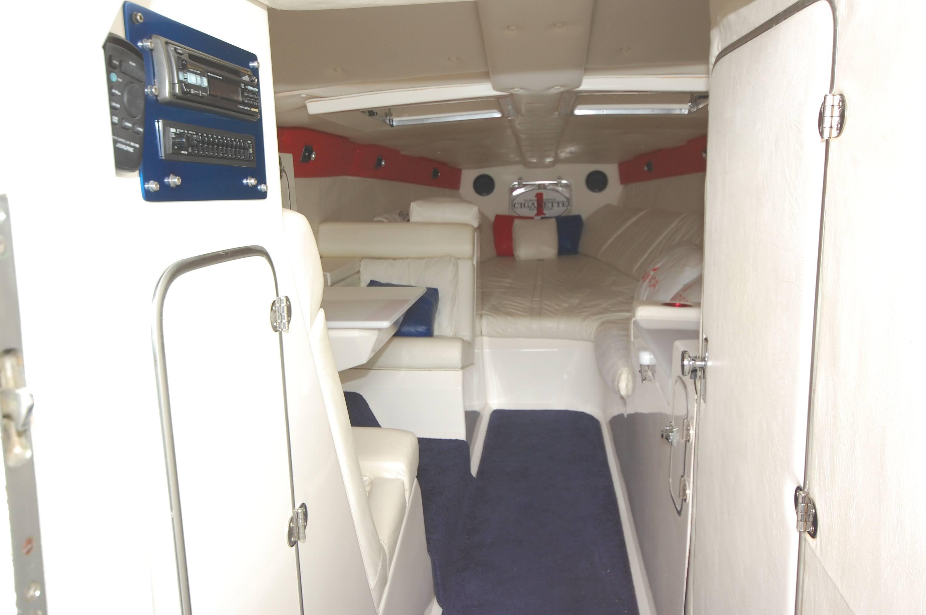 O 6043 HG Knot 10 Yacht Sales