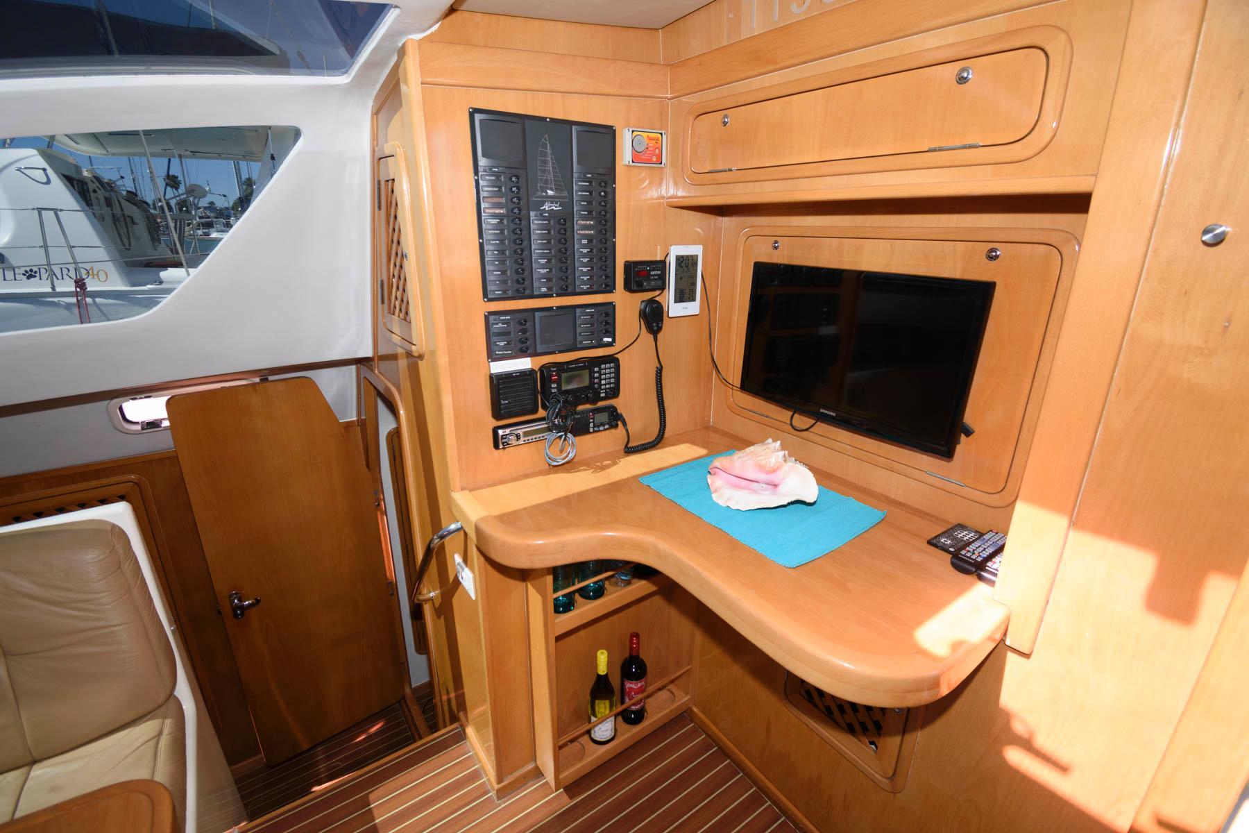 F 5947 FJ Knot 10 Yacht Sales