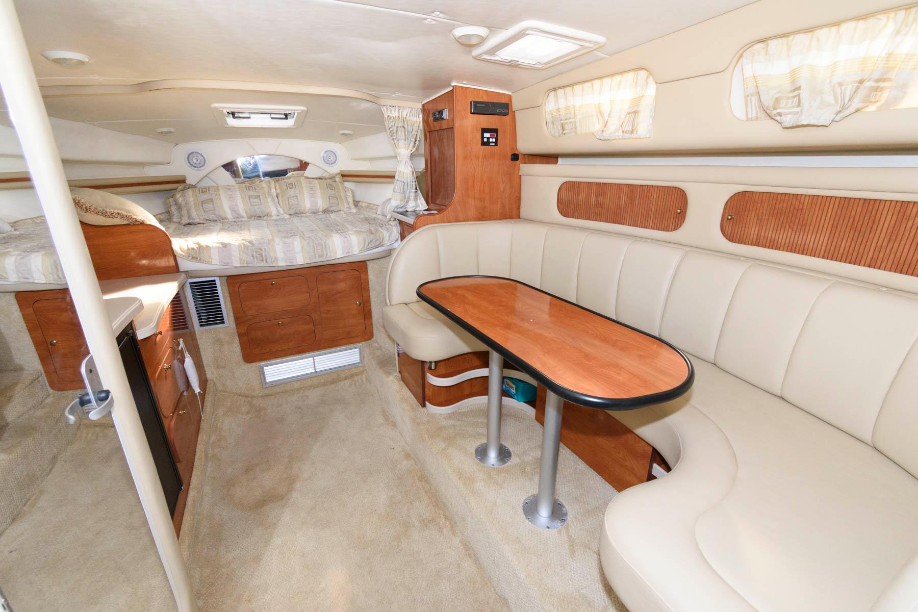 M 5763 EF Knot 10 Yacht Sales
