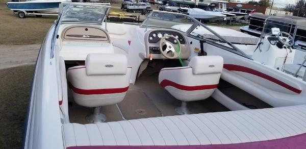 2000 Chaparral boat for sale, model of the boat is 200 SSe & Image # 3 of 5