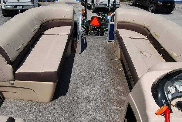 2018 Sun Tracker boat for sale, model of the boat is PB20 DLX & Image # 4 of 11