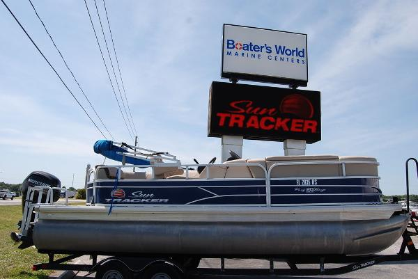 2018 Sun Tracker boat for sale, model of the boat is PB20 DLX & Image # 1 of 11