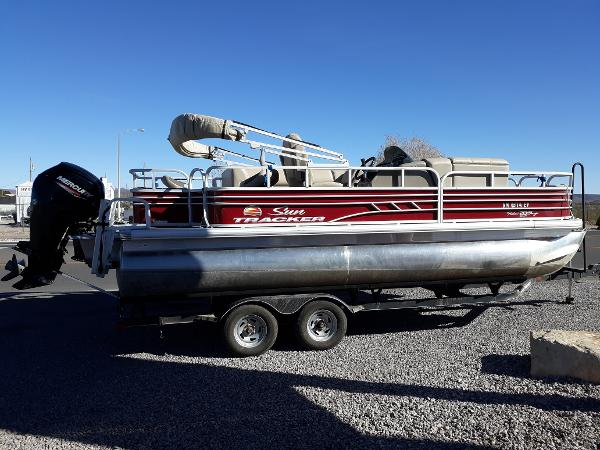 2021 Sun Tracker Fishin' Barge 20 DLX thumbnail