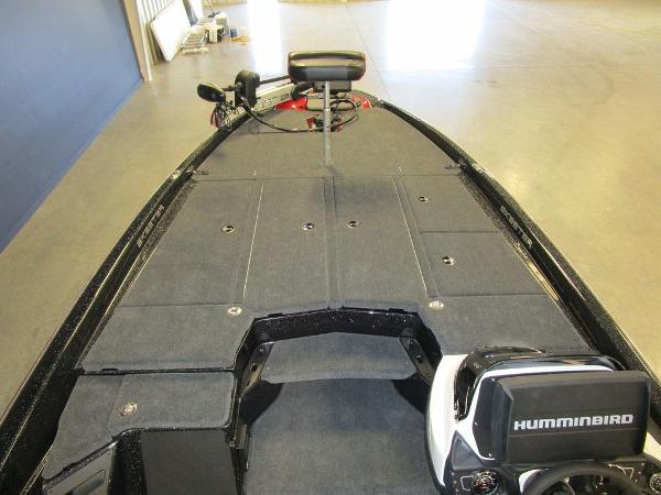 2021 Skeeter boat for sale, model of the boat is ZXR 21 & Image # 2 of 49