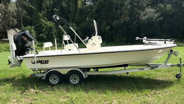 2020 Mako boat for sale, model of the boat is 214 CC & Image # 4 of 13