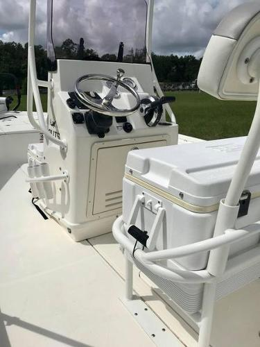 2020 Mako boat for sale, model of the boat is 214 CC & Image # 5 of 13