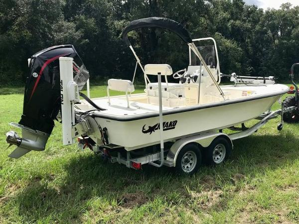 2020 Mako boat for sale, model of the boat is 214 CC & Image # 9 of 13