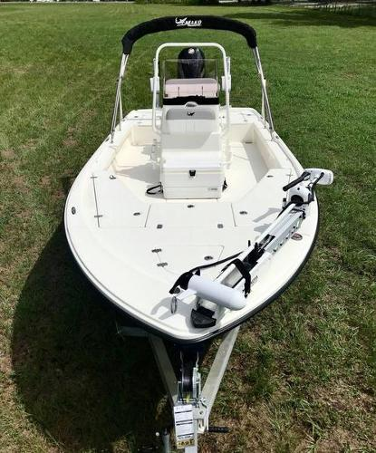 2020 Mako boat for sale, model of the boat is 214 CC & Image # 11 of 13
