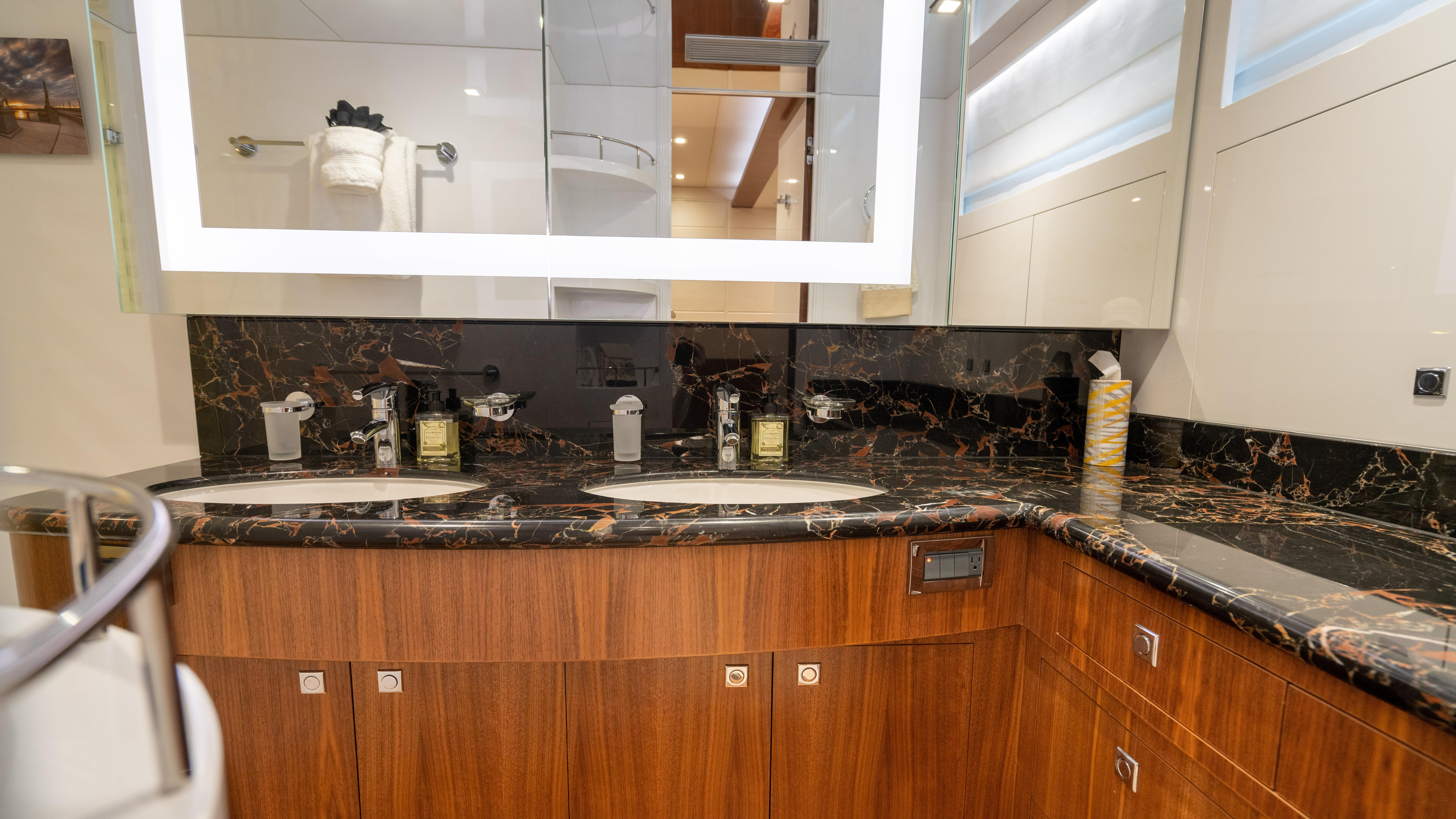 Master stateroom, twin head sinks