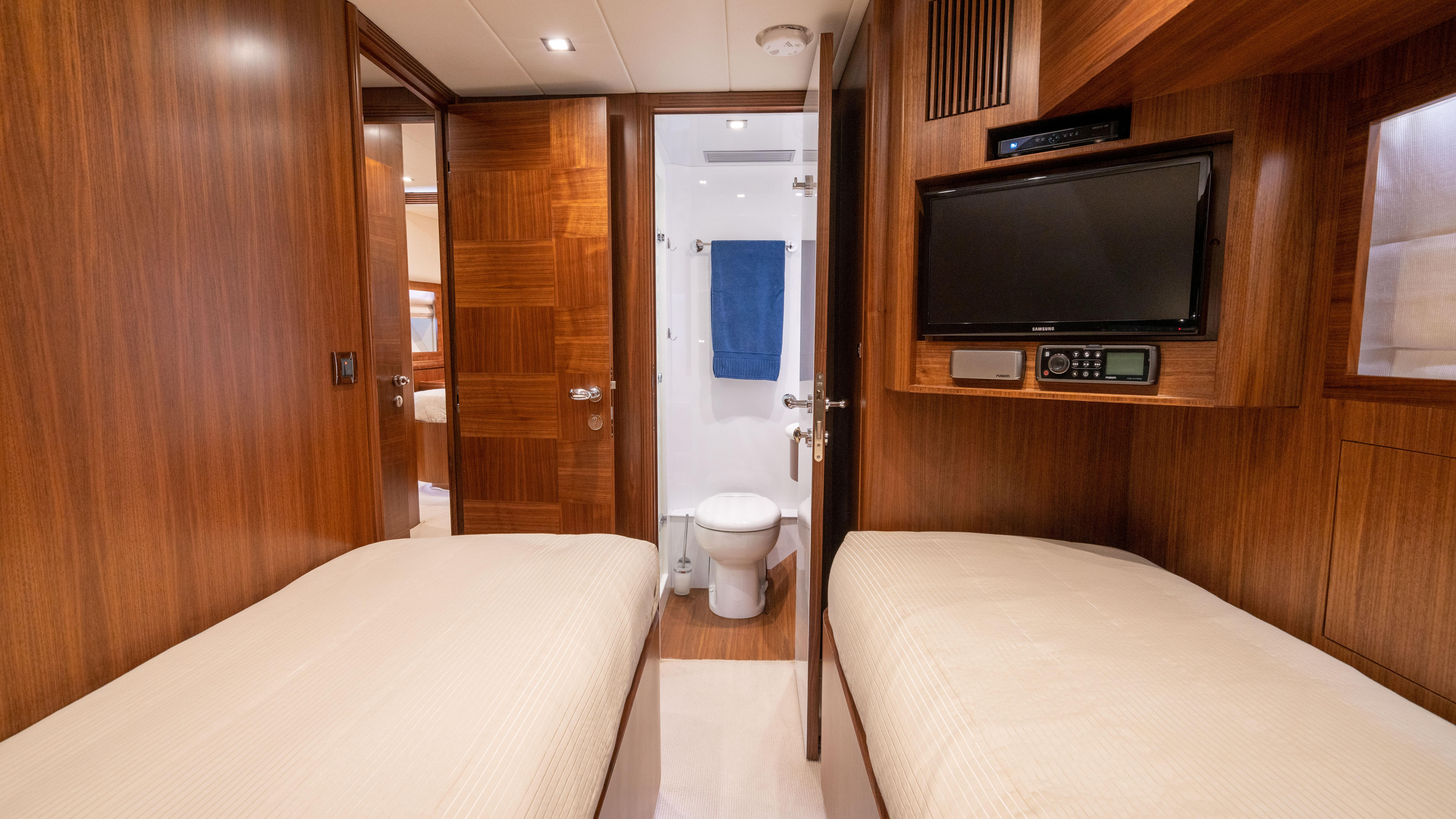 Guest stateroom, stbd twin ensuite head