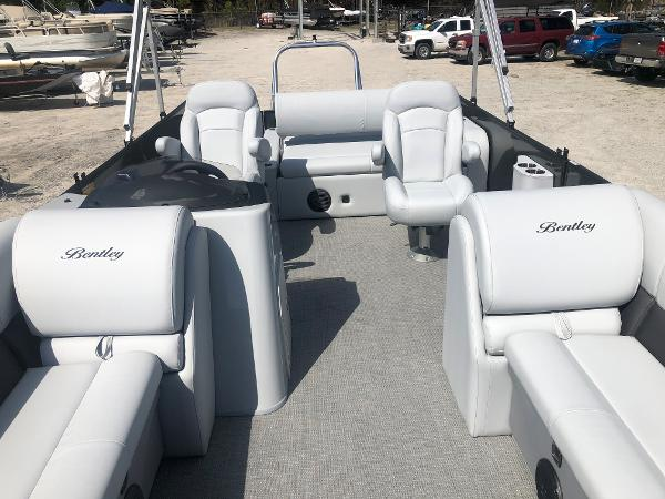 2021 Bentley boat for sale, model of the boat is 223 Swingback (3/4 Tube) & Image # 10 of 27