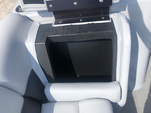 2021 Bentley boat for sale, model of the boat is 223 Swingback (3/4 Tube) & Image # 14 of 27