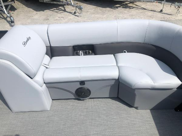 2021 Bentley boat for sale, model of the boat is 223 Swingback (3/4 Tube) & Image # 15 of 27