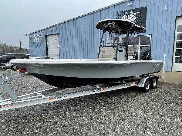 2021 Sea Pro 248 DLX Bay Boat