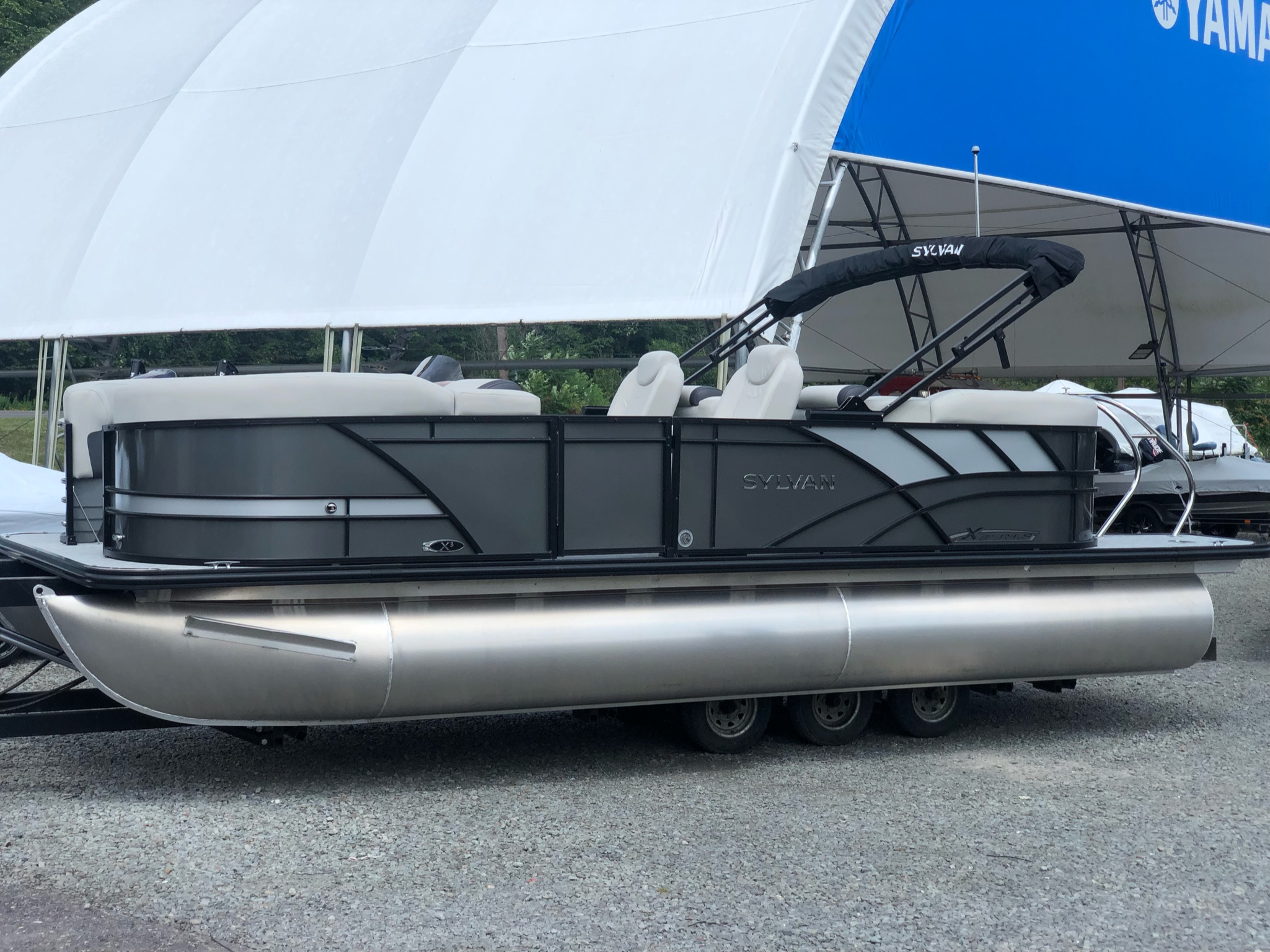 2022 Sylvan X3 LZ Mirage Tritoon - IN STOCK