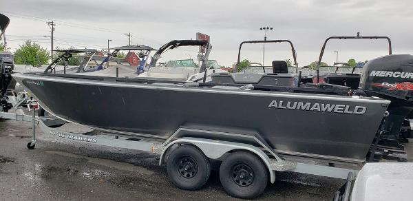 2014 Alumaweld boat for sale, model of the boat is Columbia 23 ft & Image # 1 of 6