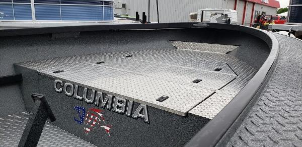 2014 Alumaweld boat for sale, model of the boat is Columbia 23 ft & Image # 5 of 6