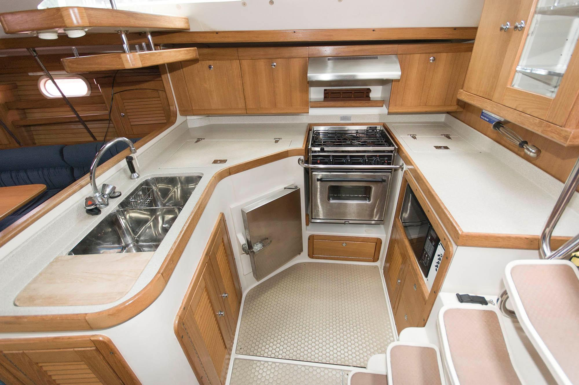 F 5540 SK Knot 10 Yacht Sales