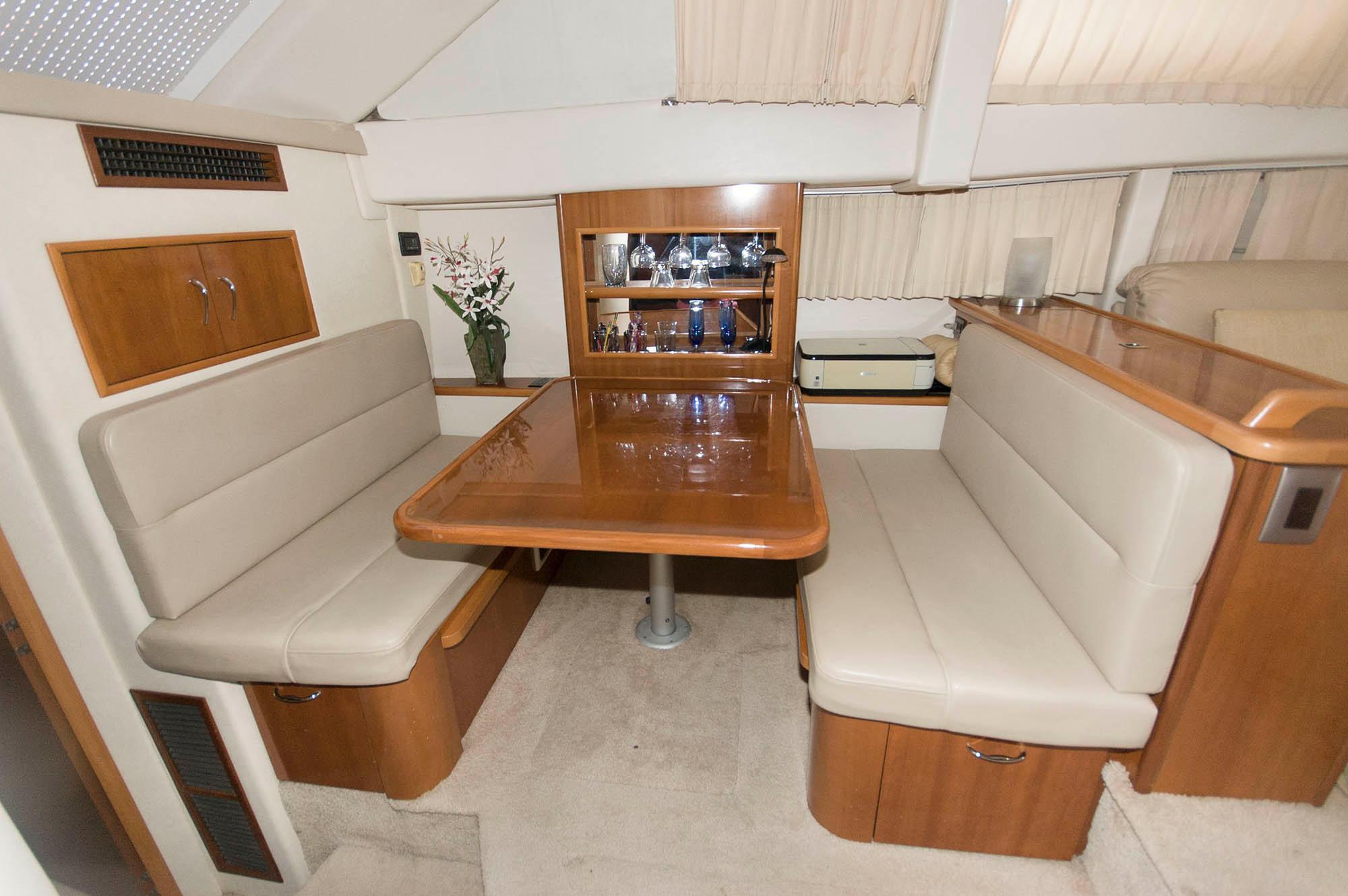 F 5525 CE Knot 10 Yacht Sales