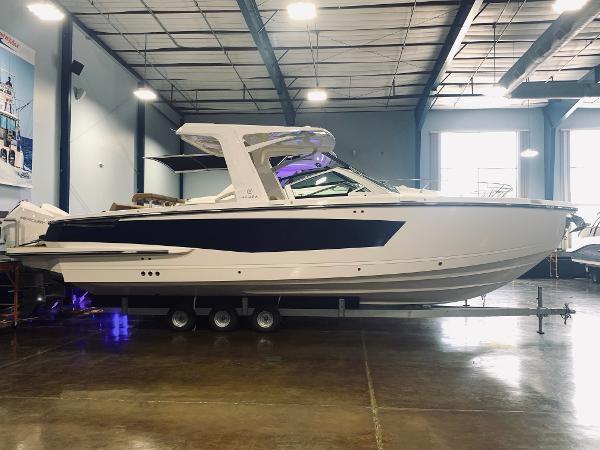2021 Aviara AV32 Outboard