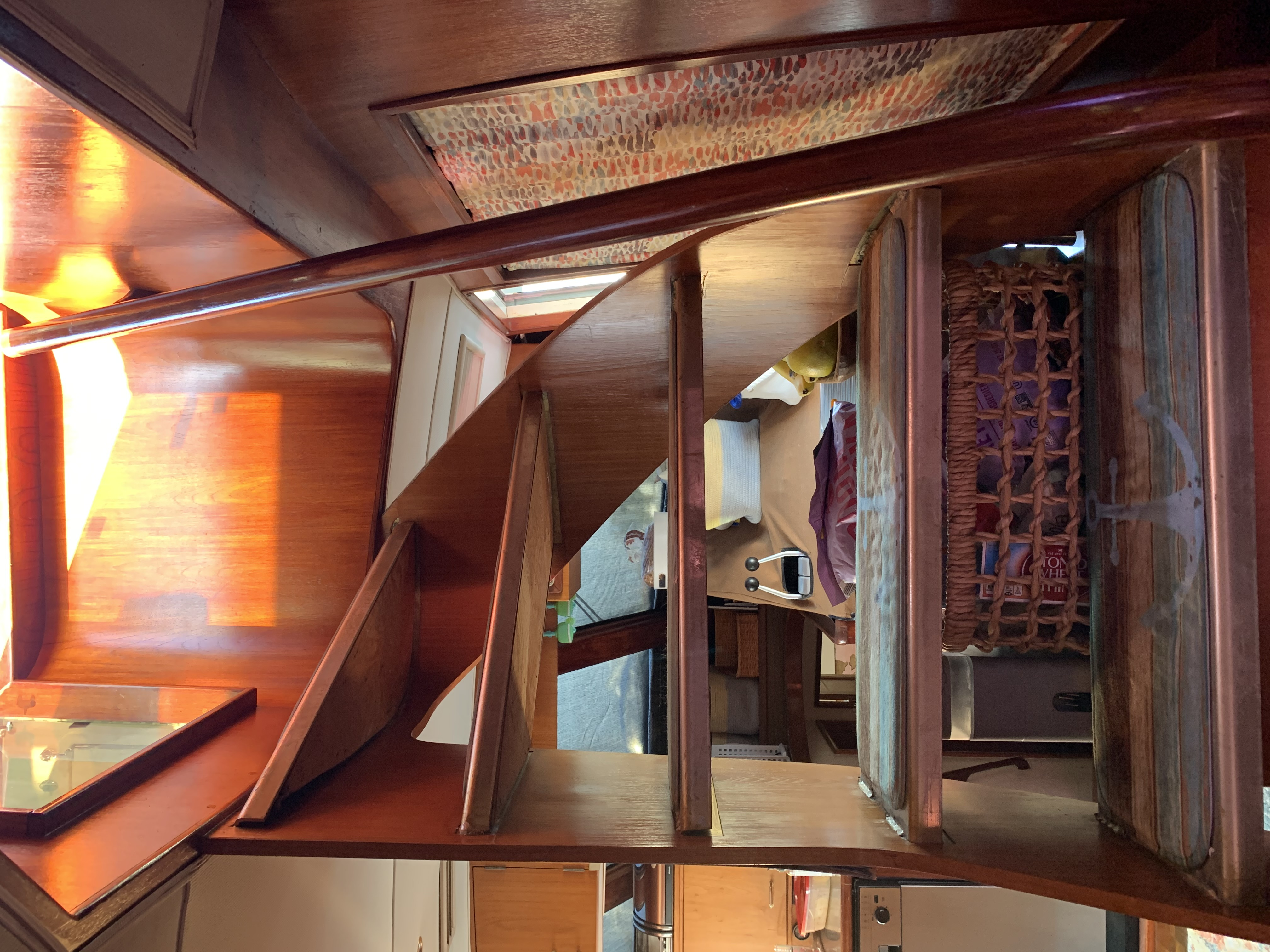 Interior stairway to flybridge