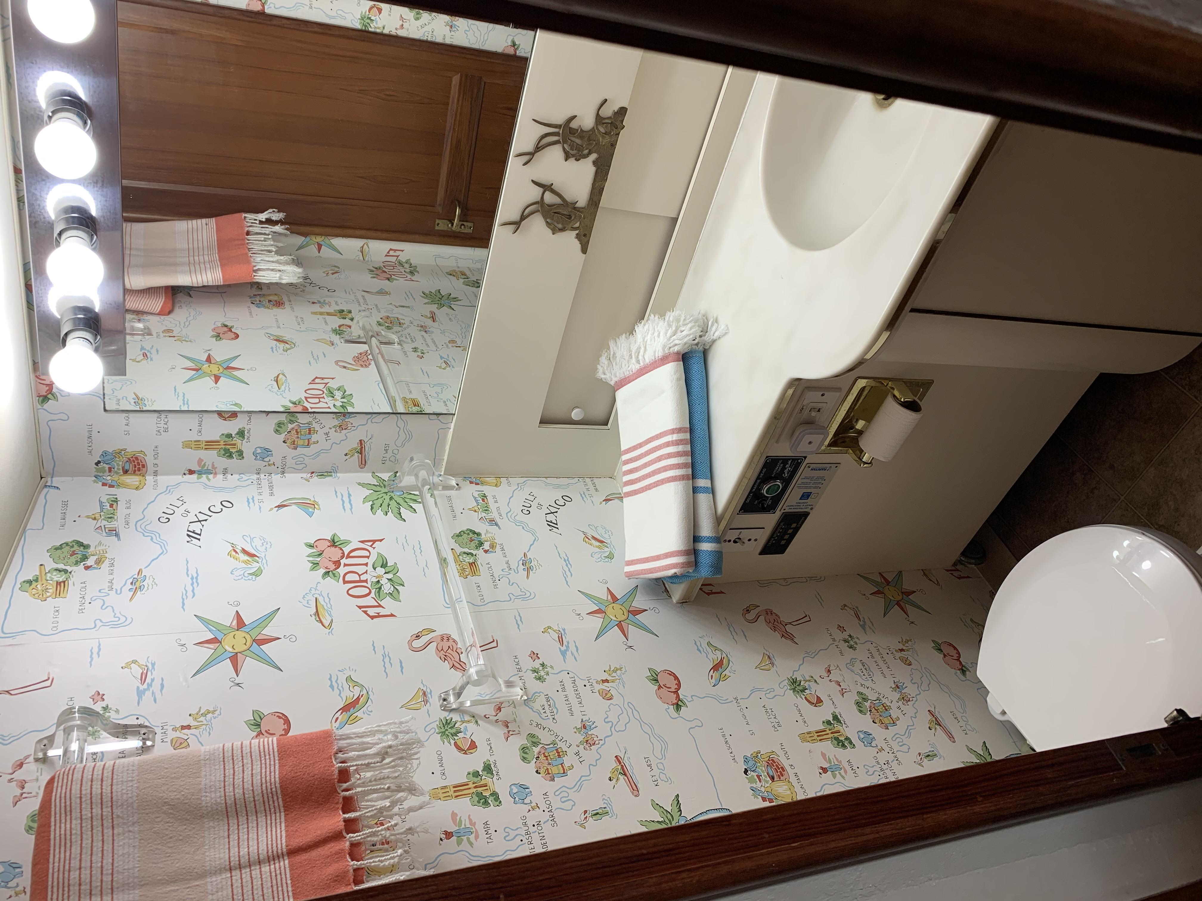 Forward ensuite head access from cabin or hall