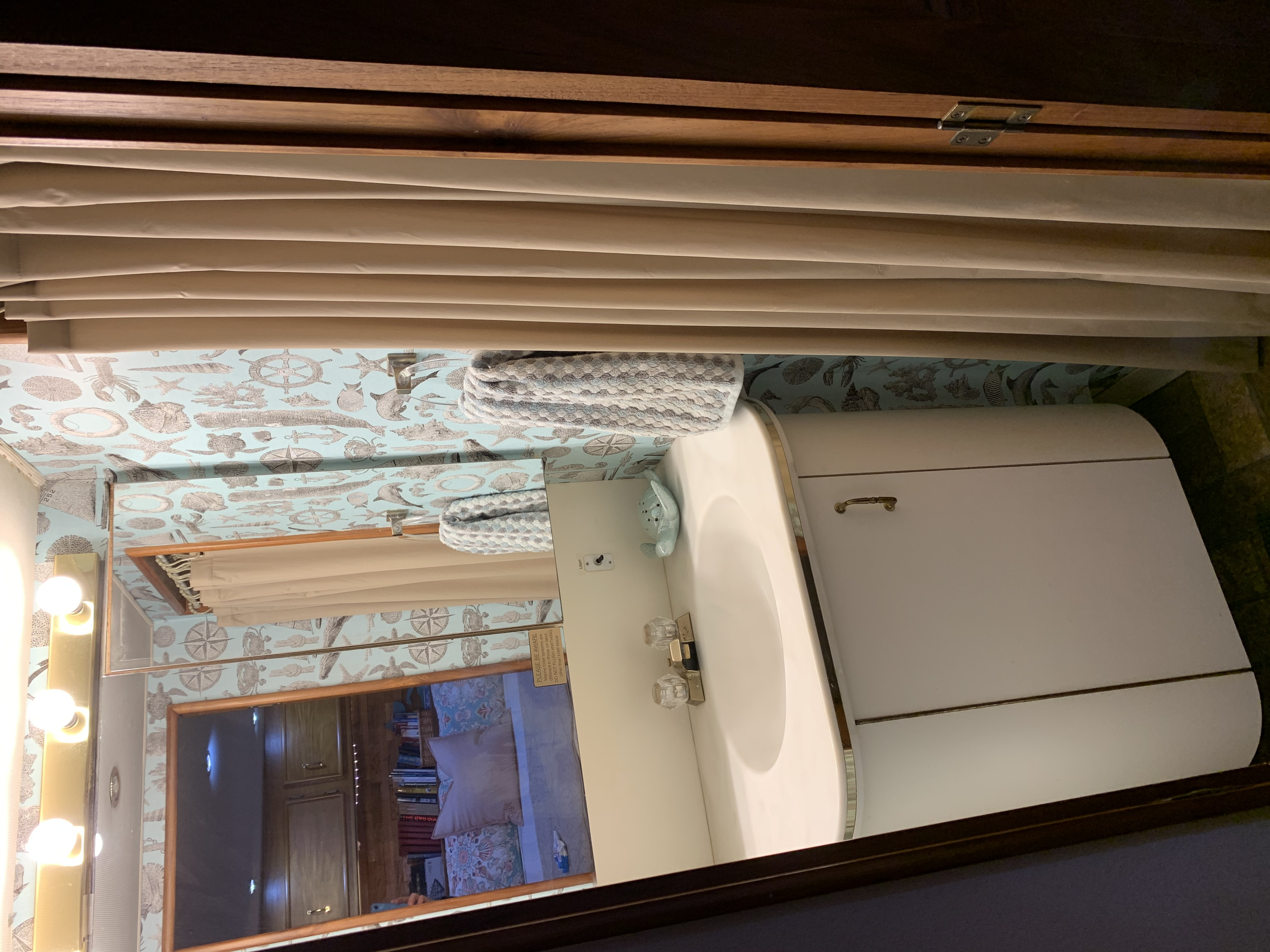 Mid cabin ensuite head/shower