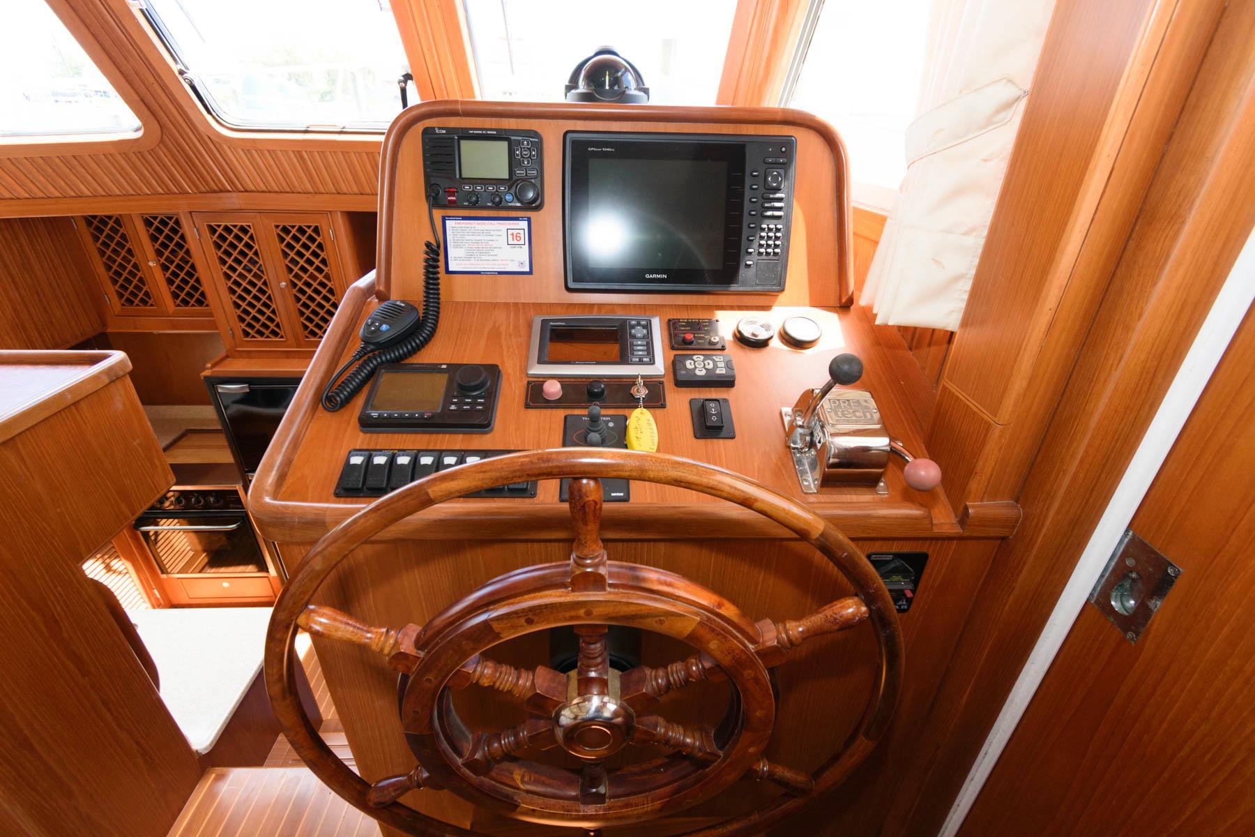 V 6208 MD Knot 10 Yacht Sales