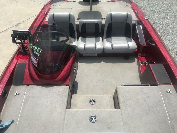 2009 Triton boat for sale, model of the boat is 18 Explorer & Image # 10 of 12
