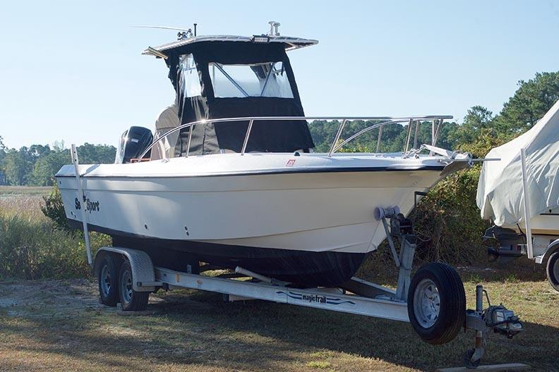 Sea Sport 2540 Center Console - Starboard Side from Forward