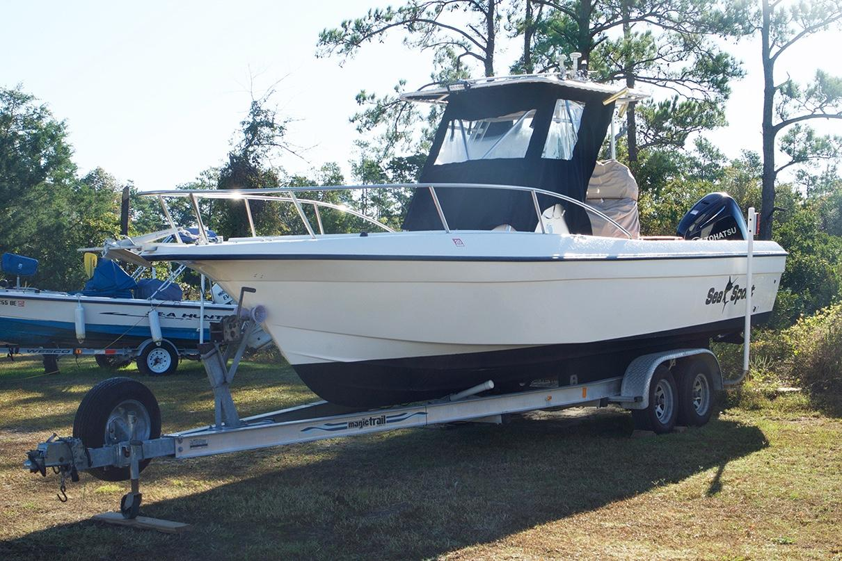 Sea Sport 2540 Center Console - Port Side from Forward