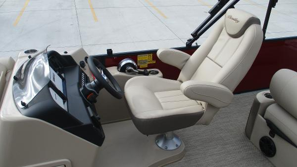 2021 Bentley boat for sale, model of the boat is Elite 223 Swingback (Full Tube) & Image # 12 of 57