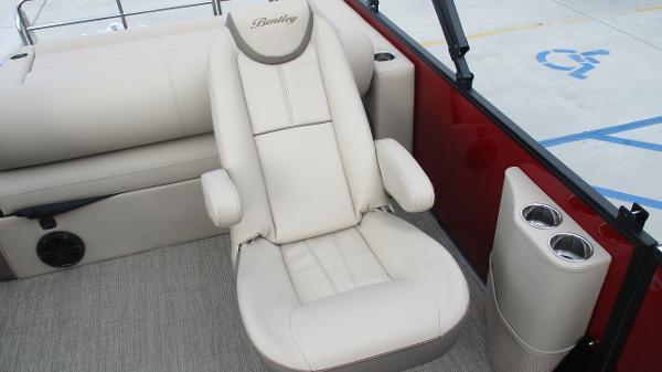 2021 Bentley boat for sale, model of the boat is Elite 223 Swingback (Full Tube) & Image # 29 of 57