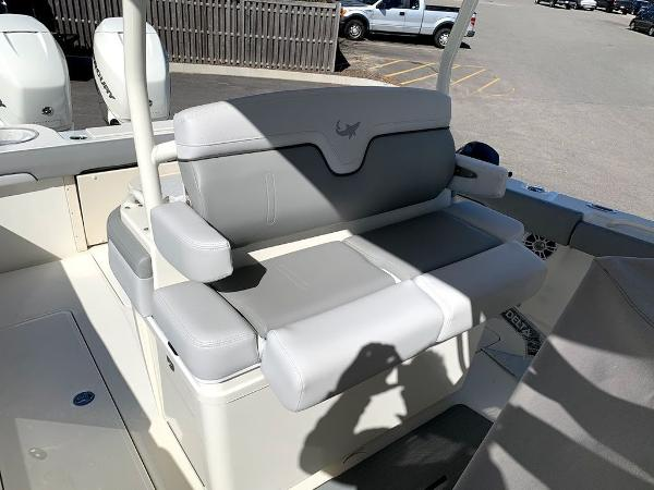 2019 Mako boat for sale, model of the boat is 334 CC Sportfish Edition & Image # 19 of 35