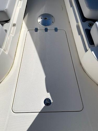 2019 Mako boat for sale, model of the boat is 334 CC Sportfish Edition & Image # 30 of 35
