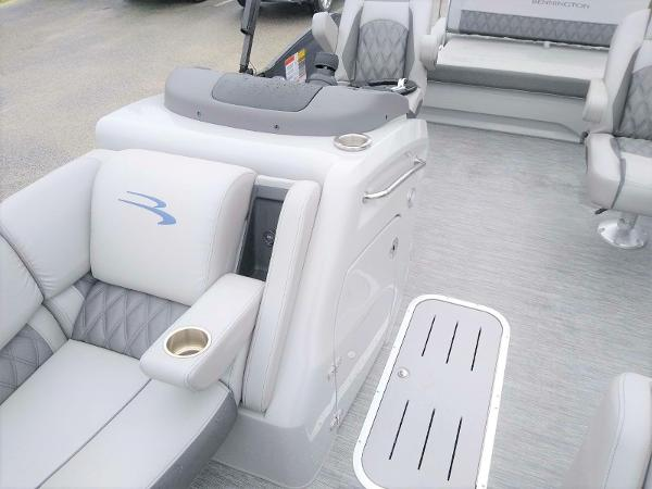 2020 Bennington boat for sale, model of the boat is 23 RSB & Image # 12 of 27