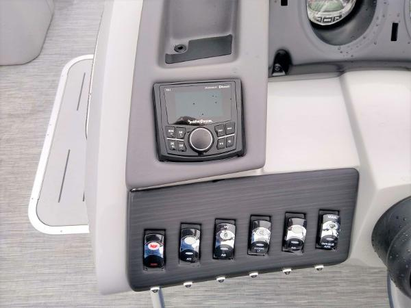 2020 Bennington boat for sale, model of the boat is 23 RSB & Image # 16 of 27