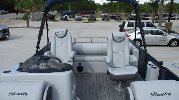 2021 Bentley boat for sale, model of the boat is Elite 223 Swingback (Full Tube) & Image # 10 of 61