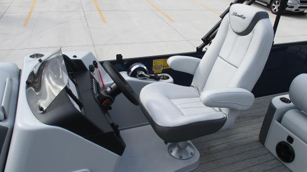 2021 Bentley boat for sale, model of the boat is Elite 223 Swingback (Full Tube) & Image # 14 of 61