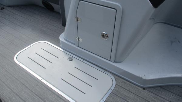 2021 Bentley boat for sale, model of the boat is Elite 223 Swingback (Full Tube) & Image # 36 of 61