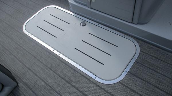 2021 Bentley boat for sale, model of the boat is Elite 223 Swingback (Full Tube) & Image # 38 of 61
