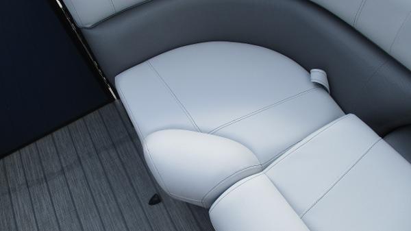 2021 Bentley boat for sale, model of the boat is Elite 223 Swingback (Full Tube) & Image # 46 of 61