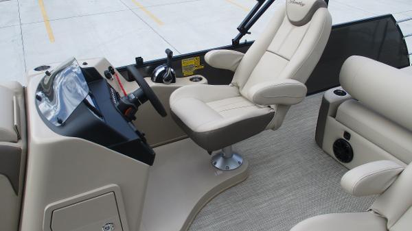 2021 Bentley boat for sale, model of the boat is Elite 223 Swingback (Full Tube) & Image # 11 of 52