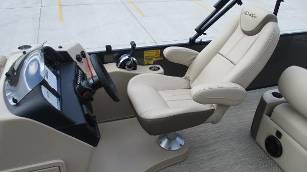 2021 Bentley boat for sale, model of the boat is Elite 223 Swingback (Full Tube) & Image # 19 of 52