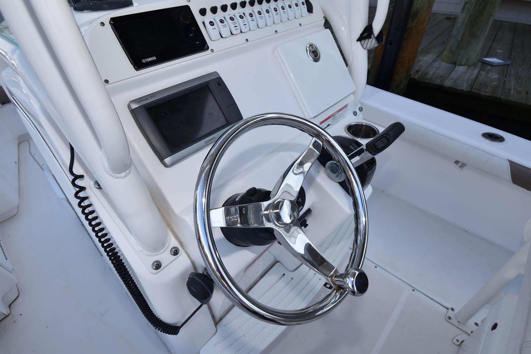 M 5714 TW Knot 10 Yacht Sales