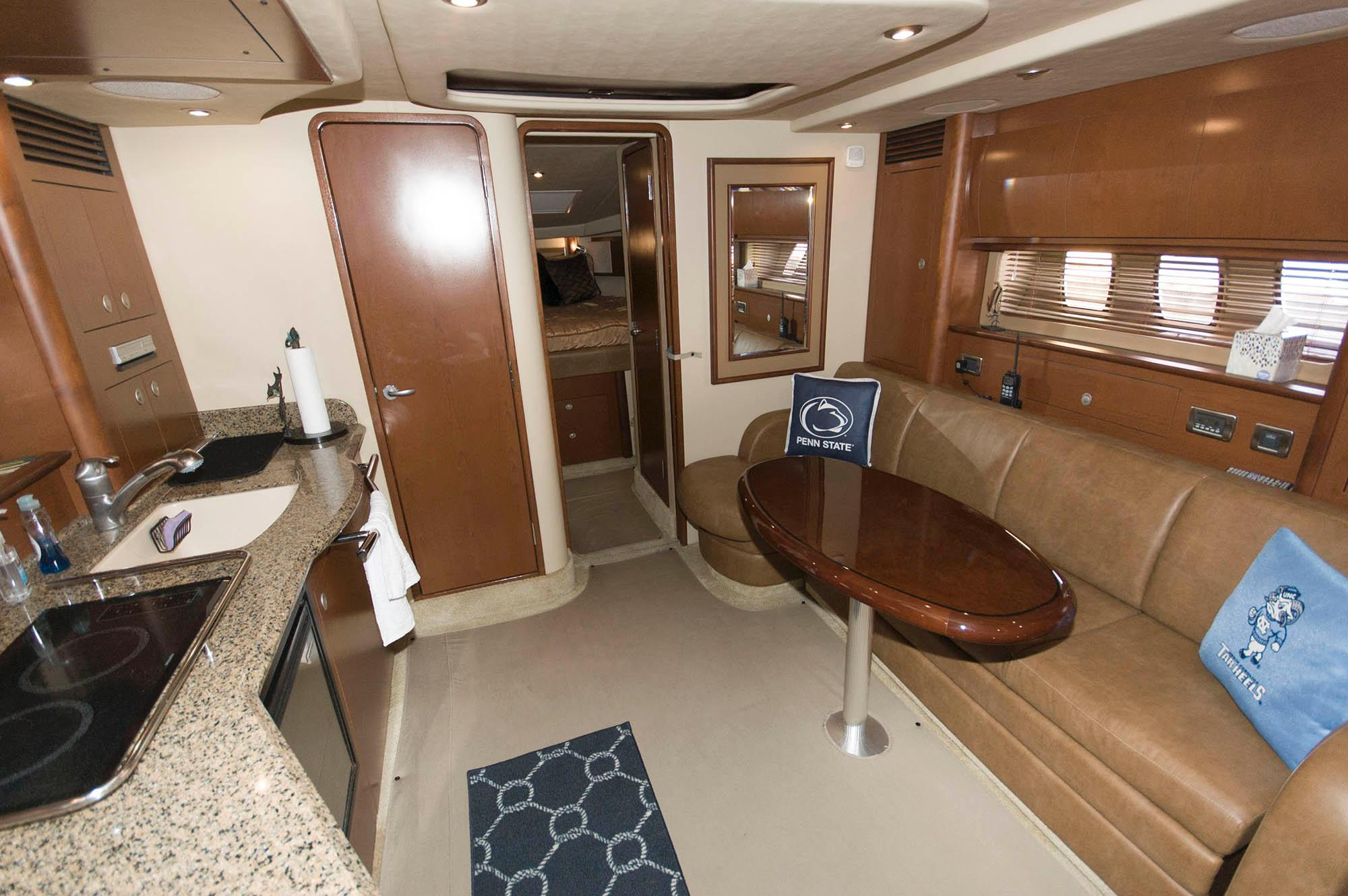 M 5619 VR Knot 10 Yacht Sales