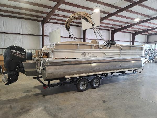 2017 Sun Tracker 24 Party Barge thumbnail