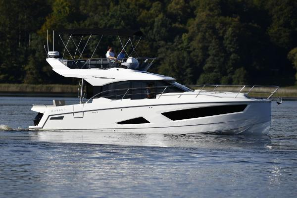 2022 Parker Monaco 110 Flybridge Outboard
